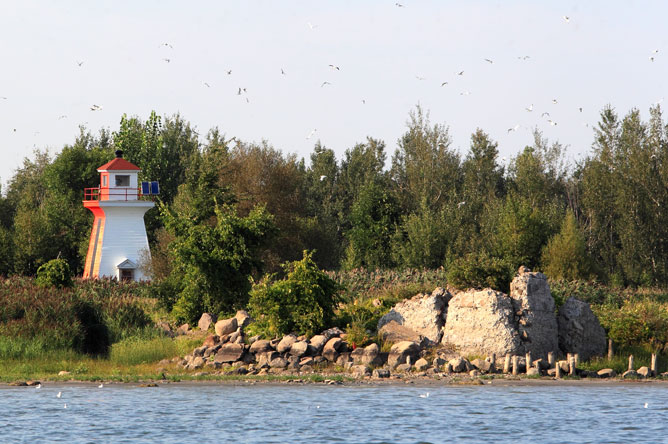 Red and white lighthouse on Île de Grâce