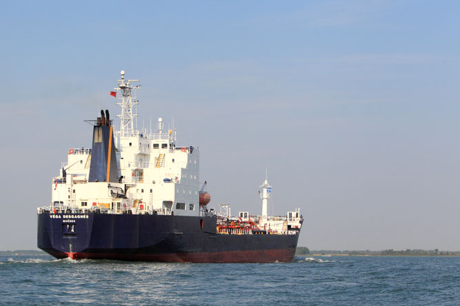 A commercial vessel sails along the St. Lawrence Seaway.